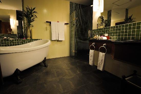 The Privilege Floor by BOREI ANGKOR: Bathroom