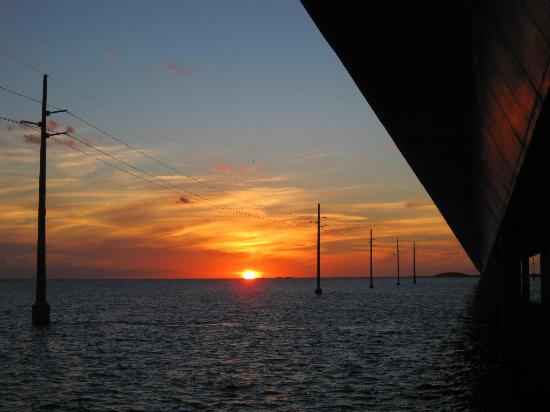 Seven Mile Bridge: sunset under bridge