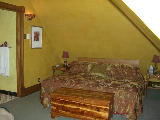 Steever House Bed and Breakfast : Super Comfy King Size Bed