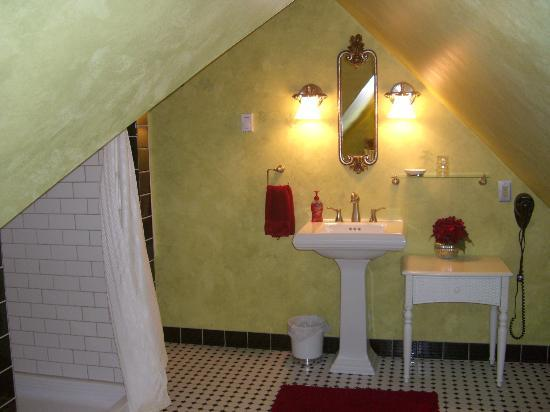 Steever House Bed and Breakfast : Bathroom
