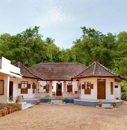 Edayadil Tharavadu - Lakes 'n Woods