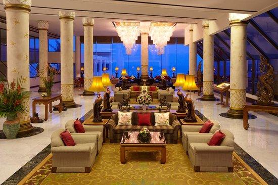 Royal Wing Suites & Spa: Royal Wing lobby