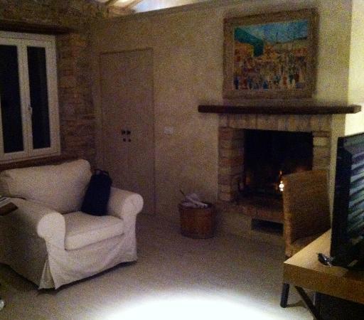 Relais Casamassima: zona caminetto - suite 2