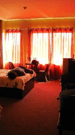 Hotel Camila Dipolog: deluxe bedroom