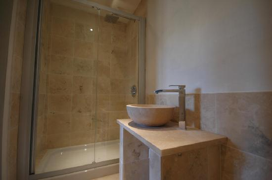 La Casina: Marble bathroom