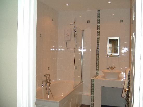 The Old Rectory: En-suite Bathrooms