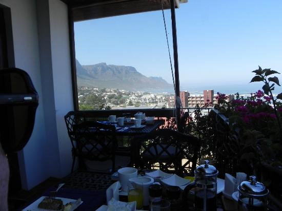 The Bay Atlantic Guest House : The breakfast terrace
