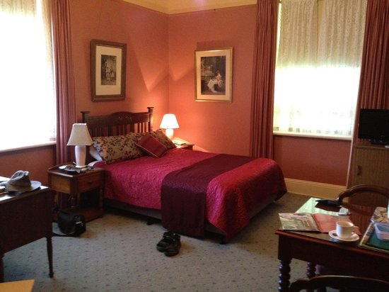 Glen Osborne House: The Rose Room