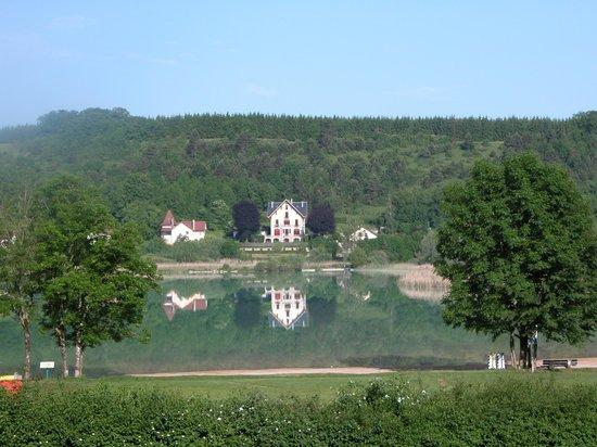 Hôtel Restaurant La Chaumière du Lac : vue d' une chambre