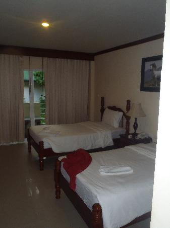 Pranang Flora House twin beds room 304