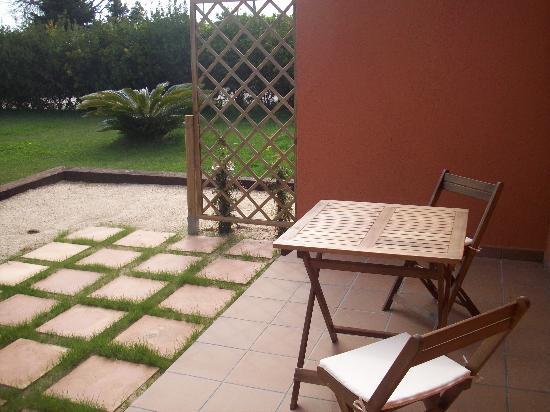 Can Mas: terraza a pie de jardin