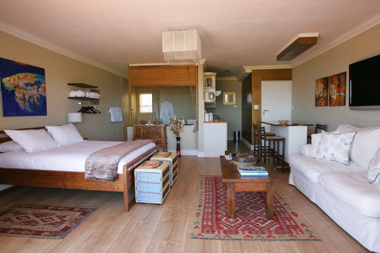 Dolphin Inn Guesthouse, Mouille Point: Newly renovated 1st Floor luxury unit with fantastic seaviews