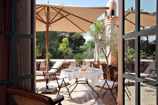 Les Deux Tours : Pool Suite terrasse