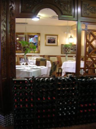 El Caballo Rojo: Ricca riserva vini