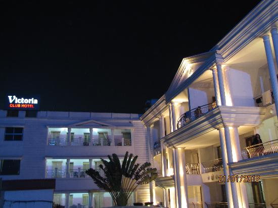 Victoria Club Hotel: Hotel view from lawn