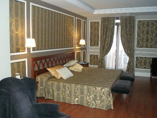 Catalonia Las Cortes: Our lovely room