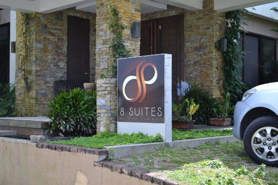 8 Suites by Fat Jimmy: Entrance