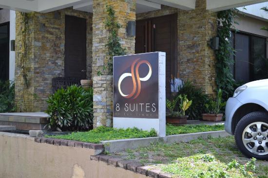 8 Suites : Entrance