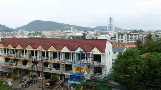 Kelly's Residency: daytime view and location from patong beach