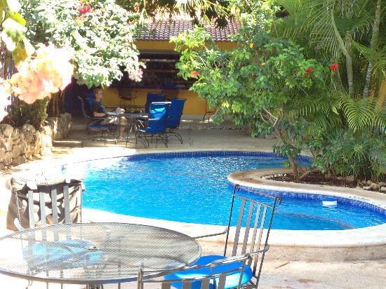Hotel Medio Mundo: Pool