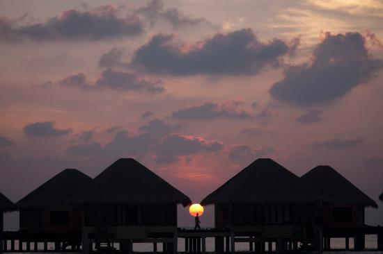 Adaaran Prestige Vadoo: Sun Sets Between the Bungalows