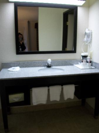 Americas Best Value Inn: Guest Bathrooms