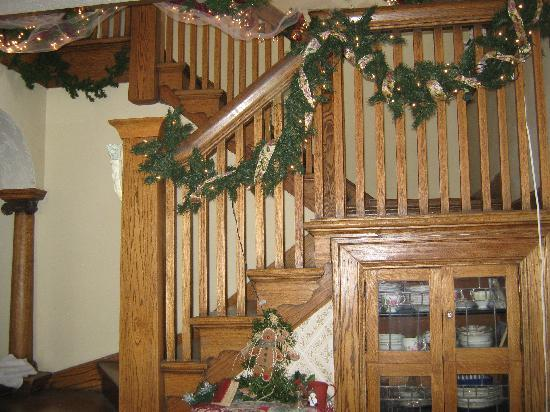 Wakamow Heights Bed and Breakfast: staircase to guest rooms
