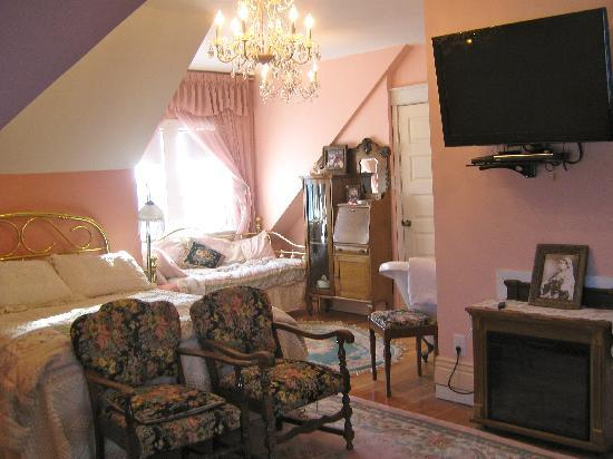 Wakamow Heights Bed and Breakfast: Victorian jacuzzi Suite