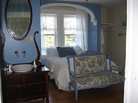 Wakamow Heights Bed and Breakfast: Wedgewood Room
