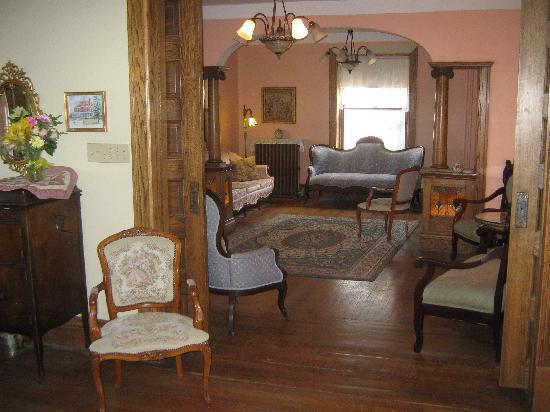 Wakamow Heights Bed and Breakfast: Parlor #1