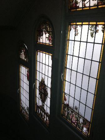 Gran Hotel Espana: Detalles de los vitrales de las escaleras