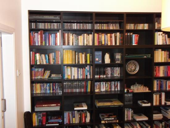 Eleven Bed & Breakfast: The Bookshelf