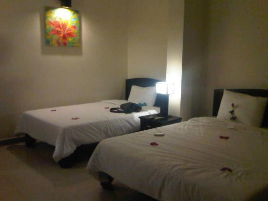Jade Hotel : triple room/ family suite