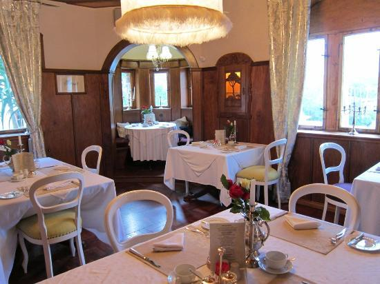 Hotel Heinitzburg: The Breakfast Room