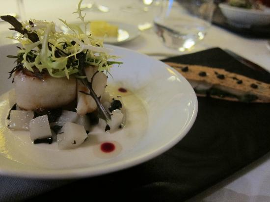 Maison Lameloise : Coquilles Saint-Jacques with Jerusalem Artichoke, toast with mustard seed, Coquilles Saint-Jacqu