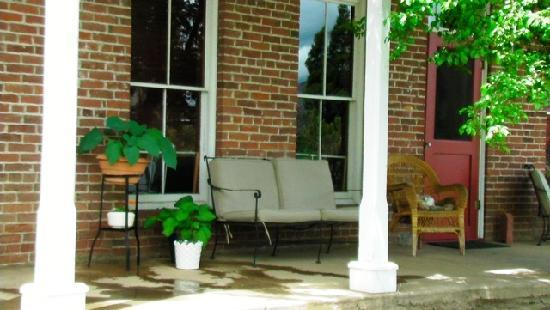 Collier Hotel: Sitting Porch