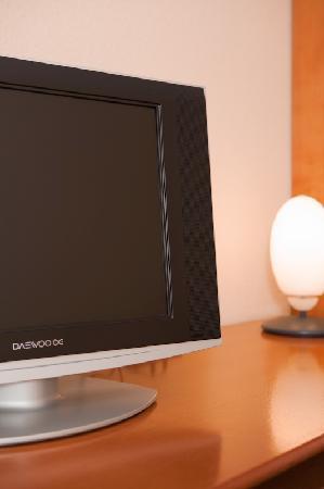 Hotel Zum Deutschen Eck: TV und Schreibtisch
