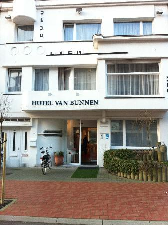 Hotel Van Bunnen: straatzijde