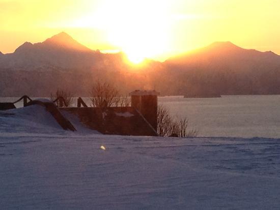 Kenai Peninsula Suites: Sunrise from the suite window