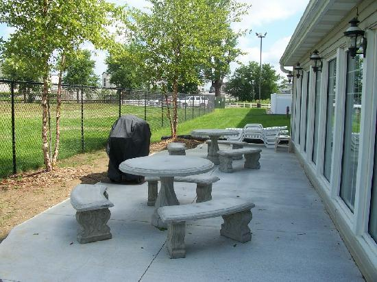 Country Inn & Suites by Radisson, Omaha Airport, IA : Outdoor Patio