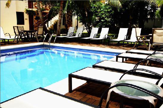Grand City Hotel: Refrescante Piscina