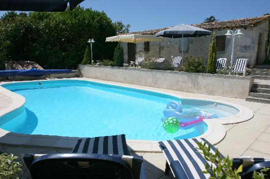 Domaine la Fontaine - heated swimming pool