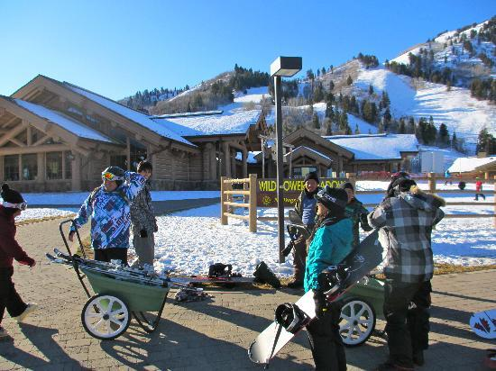 Snowbasin Resort: Convient wagons are provided to help you move your stuff.