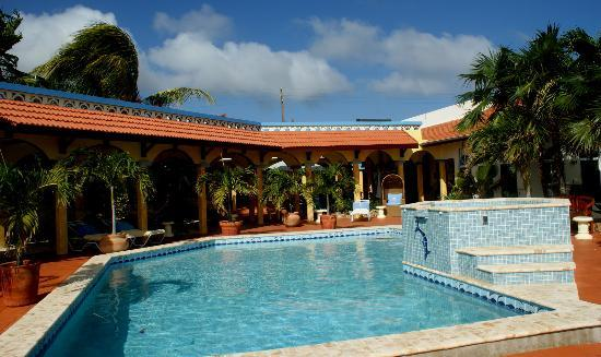 GOOOD Resort: DBV pool area in 2010