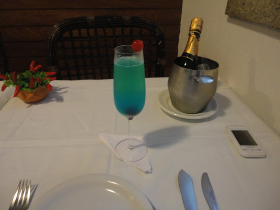 Restaurante Yemanja: special drink from the house (champagne + blue curacao)
