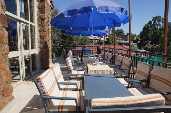 4 Sisters Restaurant: Terrasse