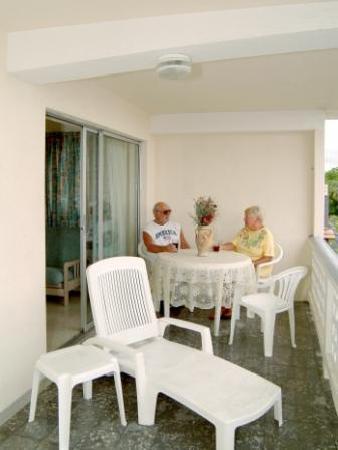 Melrose Beach Apartments
