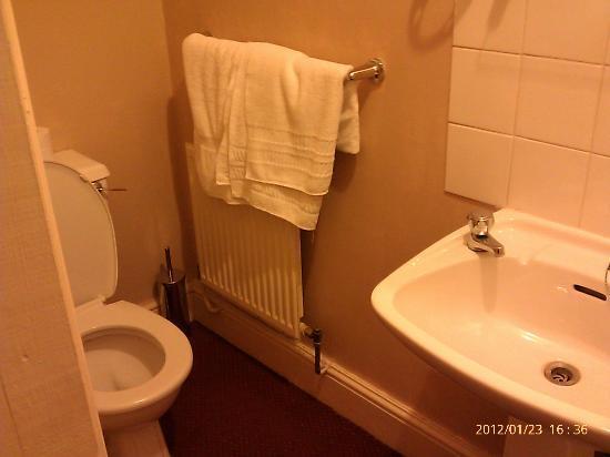 Five Bells Hotel: Bathroom