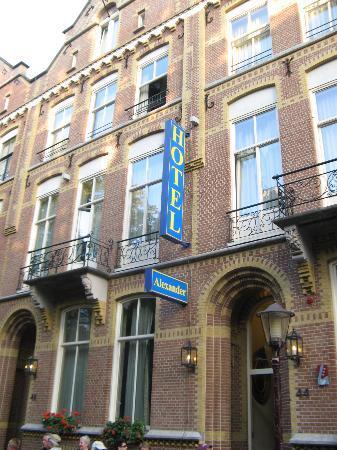 Hotel Alexander: Hotel entrance
