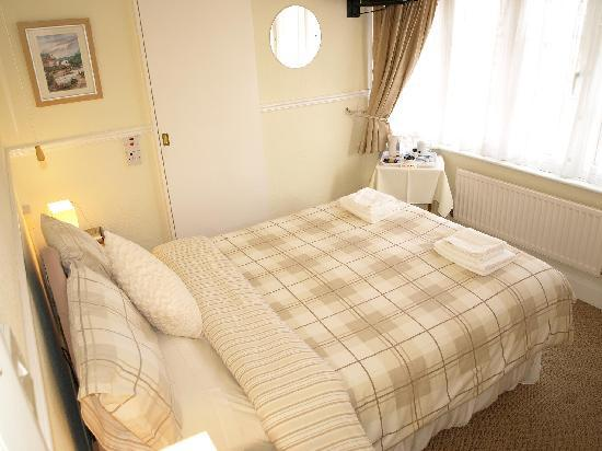 Lonsdale Villa: Small cosy double with shower